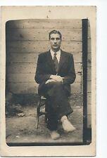 BP109 Carte Photo vintage card RPPC jeune Homme assis sur une chaise
