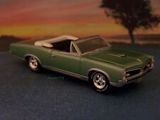 67 1967  PONTIAC GTO CONVERTIBLE COLLECTIBLE MODEL 1/64 SCALE DIECAST DIORAMA