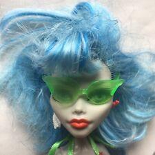 Monster High skull shores doll - GHOULIA YELPS - glasses blue haired retired