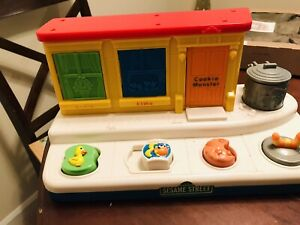 Mattel Sesame Street Workshop Singing Pop Up Pals Musical Singing Toy