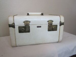 Vintage Atlas Traincase - Makeup Case - Luggage - Atlas of California - Cream