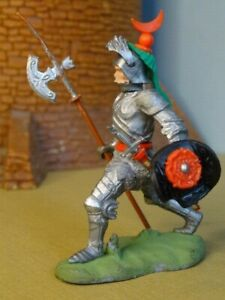 BRITAINS SWOPPET KNIGHT, ADVANCING WITH POLE AXE, Toy Soldiers, CLEAN & COMPLETE