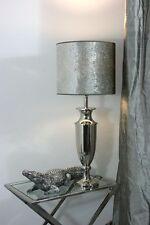 Klassische Lampen aus Aluminium fürs Arbeitszimmer