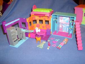 Polly Pocket Fashion - Klappferienhaus mit Küche, Wohnbereich , Anziehzimmer (1)