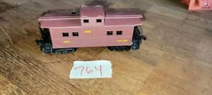 CNW 603 DARK RED/BROWN CABOOSE, HO SCALE