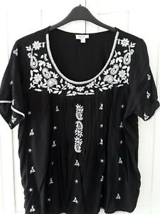 Size 18 Boho Black White Embroidered Top Blouse.