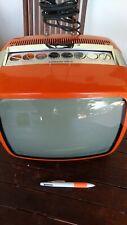 Un mini téléviseur Continental Edison des années 70 couleur orange, dimensions 3