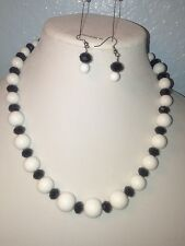 Women's Black and White Necklace Set