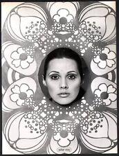 Ghislain Broulard, institut Jeanne Gatineau. Parfum, maquillage. 1968 #1