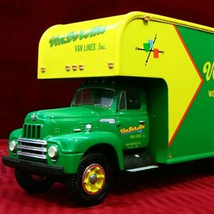 VR - VON DER AHE LINES #1 1957 INTERNATIONAL HARVESTER Moving Van -  First Gear