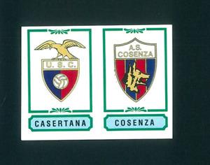 Fig. Calciatori Panini 1982-83 N.496 Scudetti Casertana/Cosenza Nuova!!