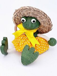 Frog Bouncy Puppets handmade springy wooden home decoration, Frog with straw hat