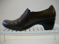 CLARKS Women's Leather Slip On Shoes Brown 89488 Low Heels Size 6.5 Medium EUC