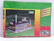 """HELJAN N SCALE U/A """"BAKERY STORE"""" PLASTIC MODEL KIT #654"""