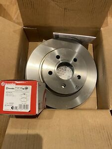 Brembo OE Rear Brake Discs for Ford Focus MK3 ST250 (Pair) & Brembo Pads Set