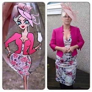 HAND PAINTED PERSONALISED WINE GLASS wedding mother of the bride groom GIFT suit
