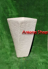 Vaso moderno in cemento e polvere di marmo a spirale simmetrico