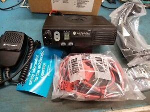 Motorola CM200 VHF 146-174 45 Watt AAM50KQC9AA1AN New Tested