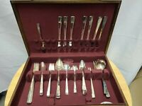 Oneida Caprice Nobility Plate Silverware Flatware Set With Chest 62 Pieces