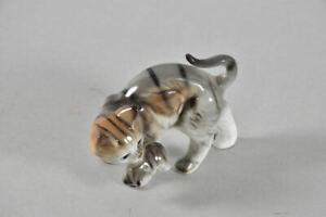 f92w80- Porzellan Figur Katze mit Kätzchen