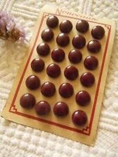ancienne petite plaque 24 boutons anciens bombé marron lie de vin  à pied T18