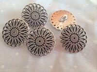 Los botones de flor plata tibetana en caña de metal de zinc en tamaños de envase de 2 5 o 10