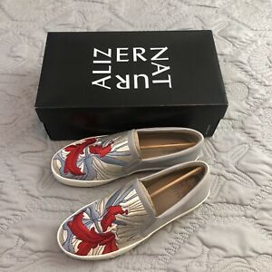 NEW NATURALIZER MARIANNE LAPIS WOMENS SIZE 9M SLIP ON SNEAKER FLORAL EMBROIDERED