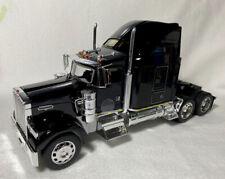 Welly 1/32 Kenworth W900 (Black)