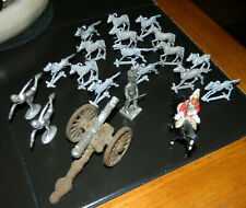 LOT VINTAGE UNBRANDED TOY LEAD FIGURES Mounted CAVALRY Soldier & CANNON & HORSES