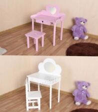 Tables et chaises roses en bois pour enfant