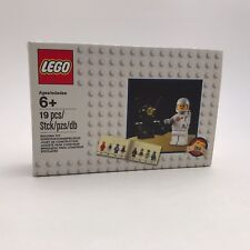 Lego 5002812 Space White Classic Spaceman Minifigure Astronaut 19 PCs Limited Ed