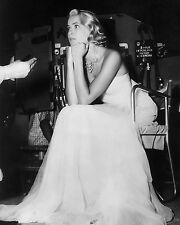 "ACTRESS GRACE KELLY ON THE SET OF ""TO CATCH A THIEF"" - 8X10 PHOTO (ZZ-097)"