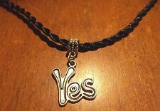 collier corde noir 62 cm avec pendentif YES 26x21 mm