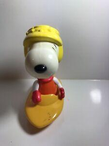 2003/2004 Peanuts Snoopy Speed Boat McDonalds Toy - 15cm Tall