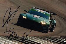 """Le Mans conductor Cocker, Drayson & Turner Mano Firmado Foto 12x8 """"Aston Martin Aa"""
