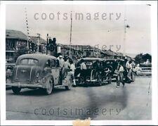 1941 Police Search Vintage Autos De Lesseps Park Panama City Panama Press Photo
