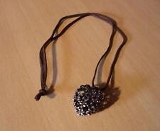 Lange bruine ketting met hart hanger en champagnekleurige strass-steentjes NIEUW