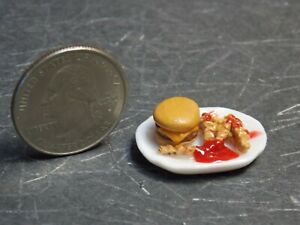 Dollhouse Miniature Burger Fries Plate Food 1:12 inch scale Z008 Dollys Gallery