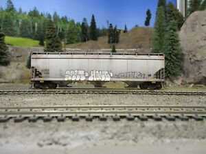 Ho weathered freight cars custom covered hopper model train car Walther's AOKX