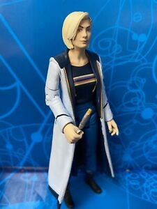 DOCTOR WHO FIGURE - THE 13TH THIRTEENTH DOCTOR in CLASSIC COSTUME & SCREWDRIVER