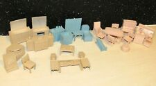 LOT OF 26 VINTAGE/PLASTIC DOLLHOUSE UNMARKED 1960s MIXED SET
