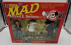 MAD with Alfred E. Neuman and Spy vs. Spy ACTION FIGURE GIFT SET (50 year, 2002)