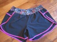 LULULEMON Tracker Short III 4 Naval blue Windy Blooms Ultra Violet Shorts sz 12