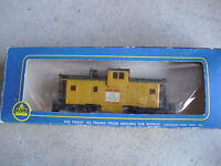 Vintage HO Scale AHM Union Pacific Extended Vision Caboose Car in Box 5485 G