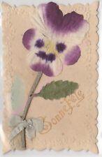 CPA GAUFREE DECOUPIS Bonne Fête fleurs pensée petit ruban bleu ca1910
