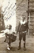 BK966 Carte Photo vintage card RPPC Enfant frère soaur mode fashion echelle