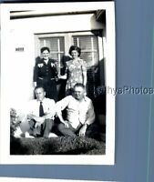BLACK & WHITE PHOTO J_9030 PRETTY WOMEN POSED BEHIND MEN SITTING