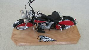 New Ray 1948 Indian Motorcycle 1:6 Scale Die Cast Road Cruiser custom wood stand