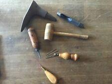 Outils cuir, alêne, maillet, enclume de cordonnier
