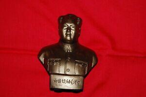 Mao Zedong/Tse-tung Büste, ca. 13cm hoch, aus Gips -Bronzegoldfarbend+Rote Fahne